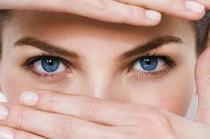 Göz Altı Kırışıklıklarını Önlemek Yok Etmek